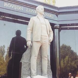 Памятник Ровшану Ленкоранскому