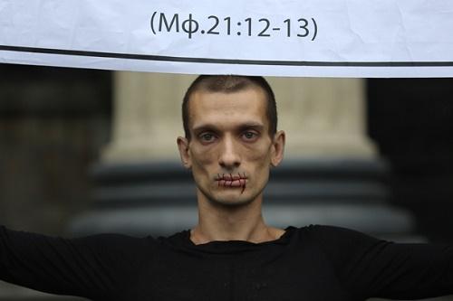 Почему Павленский сбежал из России