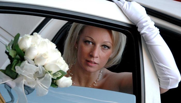 Свадебные фото Марии Захаровой на фоне Путина