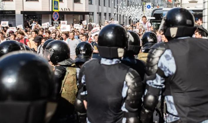 Монолог священника из храма в центре Москвы, где протестующие укрылись от Росгвардии и полиции